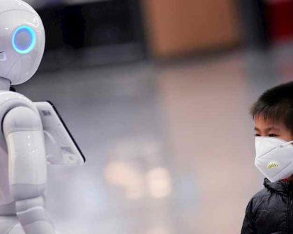 robots c1a240aa eea1 4e57 8be9 da7d43b05459 420x336 - كيف استخدمت الصين التكنولوجيا لمواجهة فيروس كورونا والقضاء عليه؟