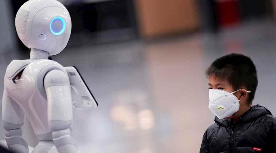 robots c1a240aa eea1 4e57 8be9 da7d43b05459 - كيف استخدمت الصين التكنولوجيا لمواجهة فيروس كورونا والقضاء عليه؟